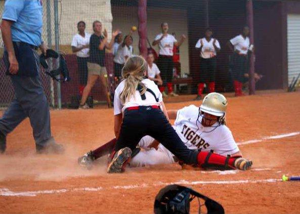 S-Varsity softball pic 1