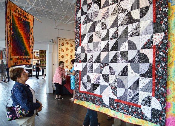 A-Quilt exhibit pic 4.JPG